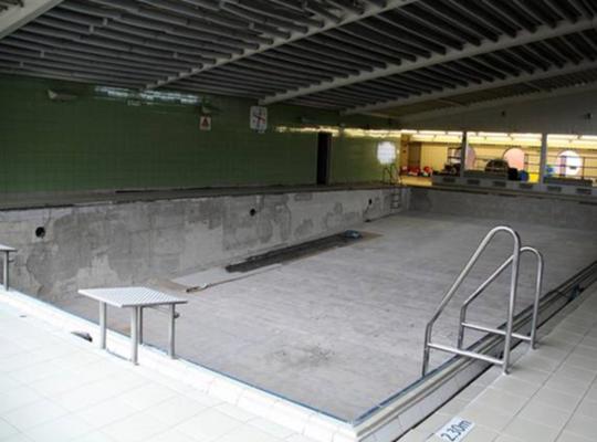Foto van het lege zwembad van Lille
